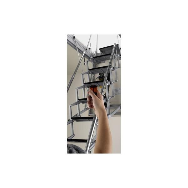Scala soffitta a scomparsa con botola motorizzata for Scala per soffitta